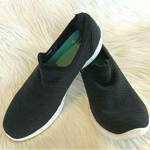 Skechers YOU Walk Sneaker Black White Pull On